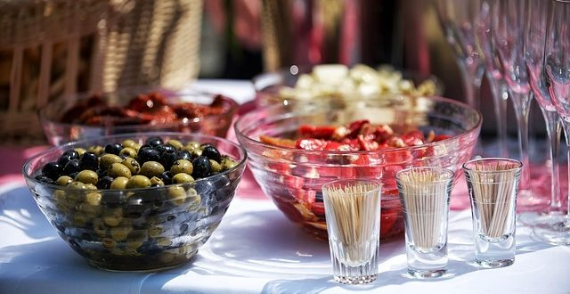 How to Throw a Fabulous Party without Breaking the Bank