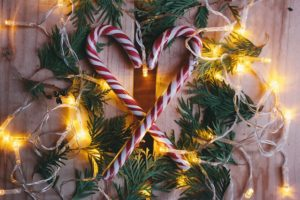 How to Make Extra Money Decorating Homes for the Holidays
