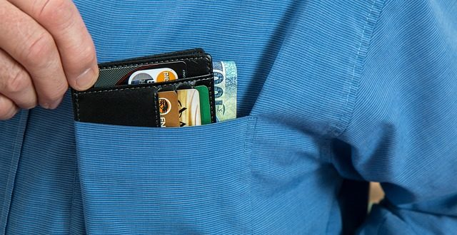 4 Ways to Keep Your Money Safe While Traveling
